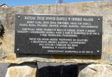 tablica upamiętniająca polską rodzinę ratującą żydów, rodzinę Ulmów z Markowej