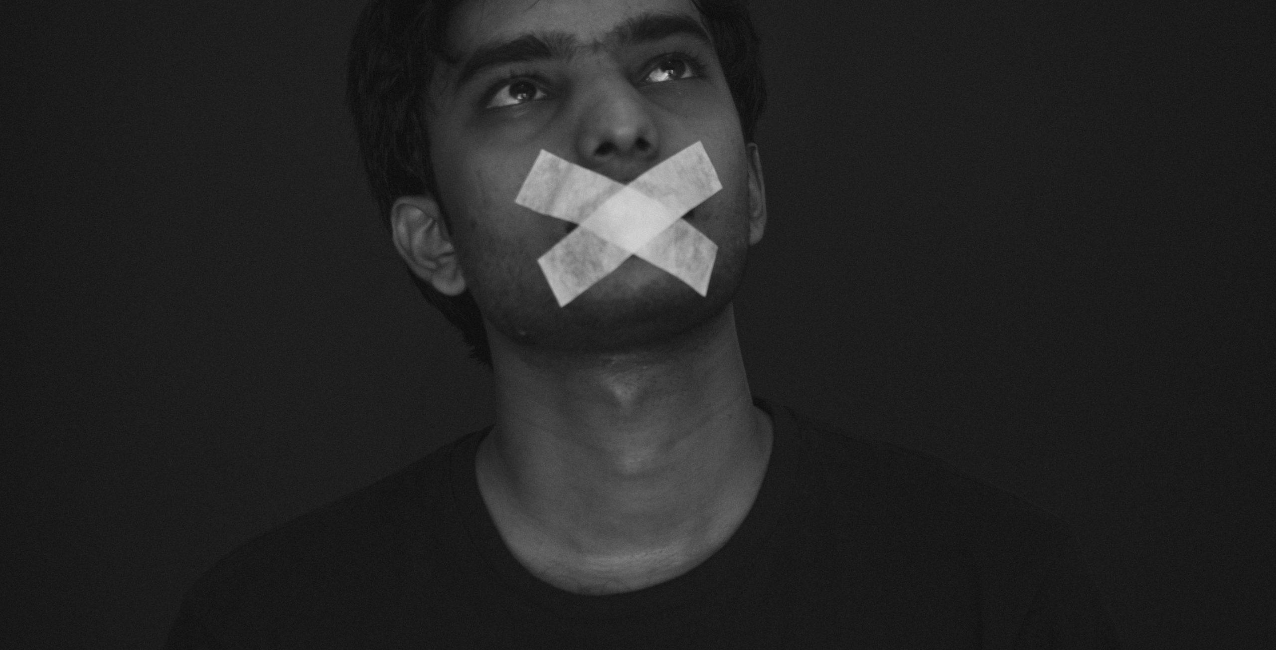 wolność słowa w pandemii - grafika wpisu